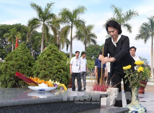 La presidente de l'Assemblee nationale rend hommage aux morts pour la Patrie hinh anh 1
