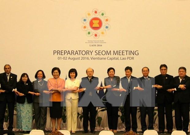 ASEAN : de hauts officiels pour l'economie se reunissent au Laos hinh anh 1