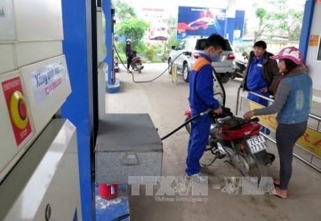 Le litre d'essence baisse de 600 dongs hinh anh 1