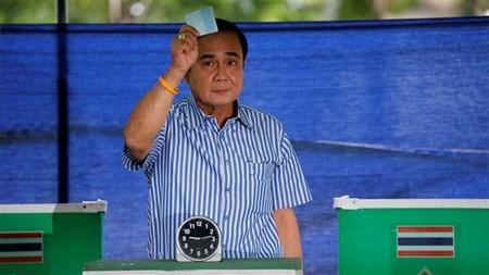 Thailande : adoption d'une nouvelle Constitution hinh anh 1