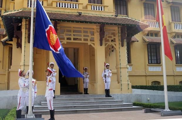 Ceremonie de lever du drapeau de l'ASEAN a Hanoi hinh anh 1