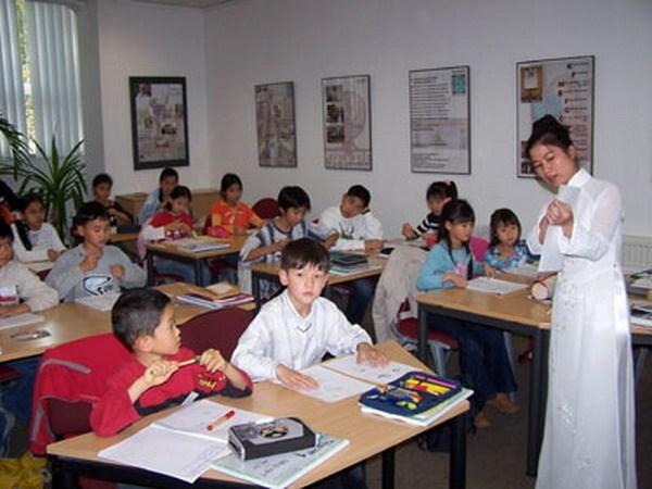 Formation sur la langue vietnamienne au profit des enseignants Viet kieu hinh anh 1