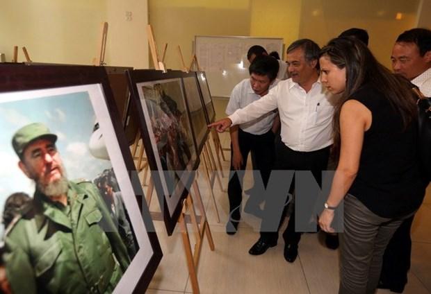 Exposition de photos sur les relations de cooperation Vietnam-Cuba hinh anh 1
