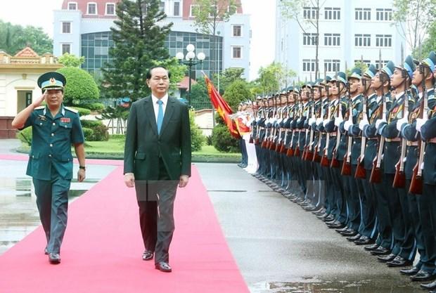 Le president Tran Dai Quang rend visite a l'armee de l'air et de defense antiaerienne hinh anh 1
