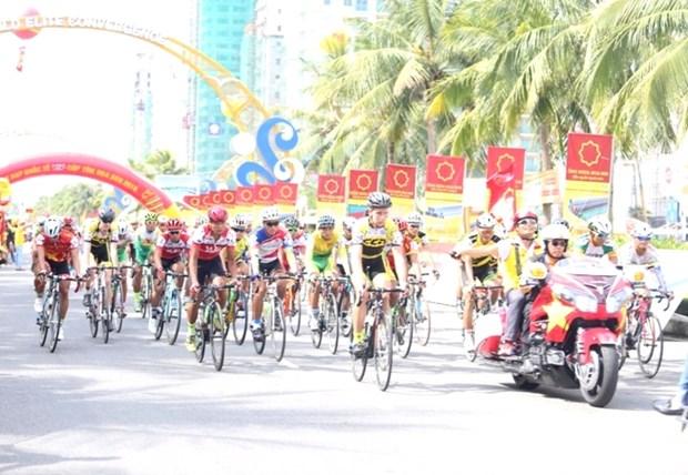 Depart de la course cycliste internationale VTV-Hoa Sen 2016 hinh anh 1