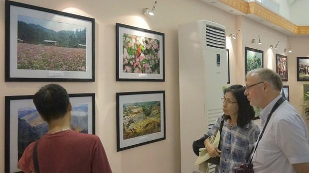 Exposition de photos et Semaine du film sur la beaute du Vietnam en Hongrie hinh anh 1