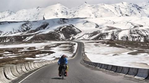 Ils pedalent plus de 16.000 km pour sensibiliser aux enjeux climatiques hinh anh 2
