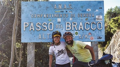Ils pedalent plus de 16.000 km pour sensibiliser aux enjeux climatiques hinh anh 1