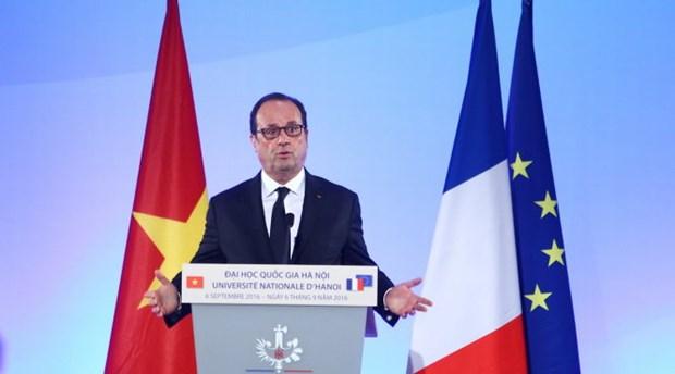 Le president francais s'adresse aux etudiants vietnamiens hinh anh 1