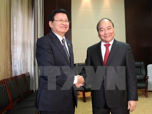 Le PM Nguyen Xuan Phuc rencontre les plus hauts dirigeants laotiens hinh anh 1