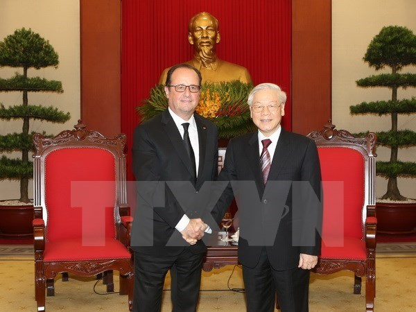 Le secretaire general Nguyen Phu Trong recoit le president francais Francois Hollande hinh anh 1