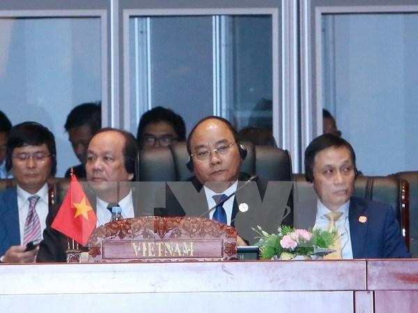Le PM participe a l'ouverture des Sommets de l'ASEAN au Laos hinh anh 1