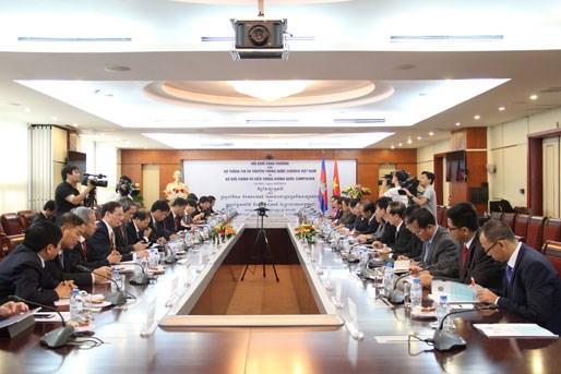 Telecommunications : le Vietnam et le Cambodge renforcent leur cooperation hinh anh 1