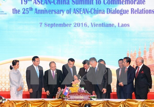 Les dirigeants de l'ASEAN toujours preoccupes par la situation en Mer Orientale hinh anh 1