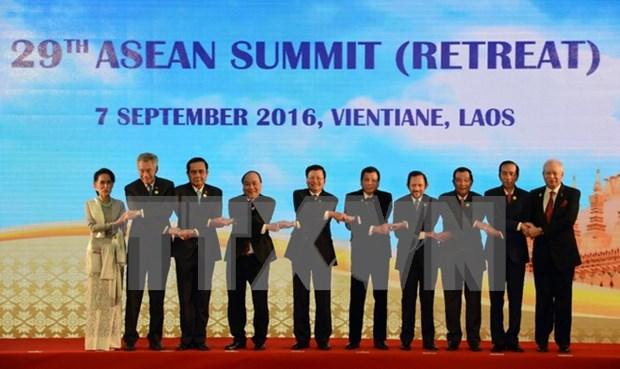 Cloture des Sommets de l'ASEAN au Laos hinh anh 1