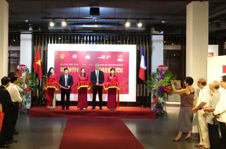 Exposition sur les 20 ans de cooperation entre Hanoi et Toulouse hinh anh 1