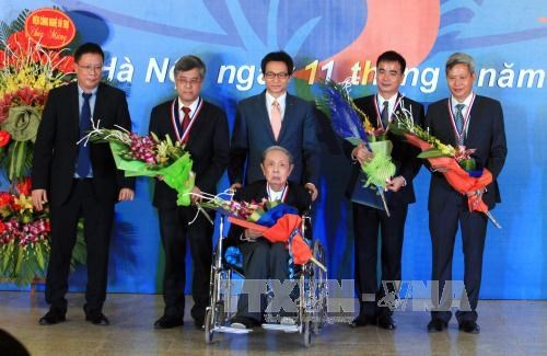 Un autre prix pour honorer les scientifiques vietnamiens hinh anh 1