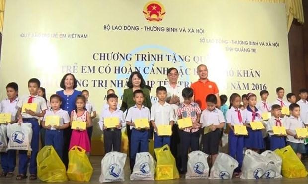 La vice-presidente Dang Thi Ngoc Thinh a la Fete de la Lune a Da Nang hinh anh 1