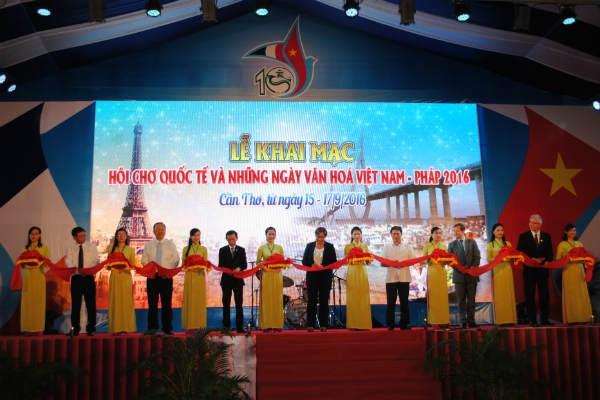 La Foire internationale et les Journees culturelles Vietnam-France a Can Tho hinh anh 1