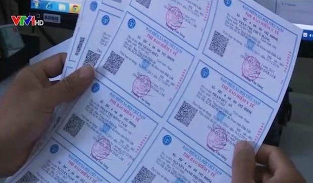 Hau Giang distribue des cartes d'assurance-sante aux victimes de l'agent orange hinh anh 1