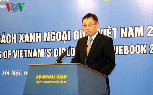 Publication du Livre bleu de la diplomatie du Vietnam 2015 hinh anh 1