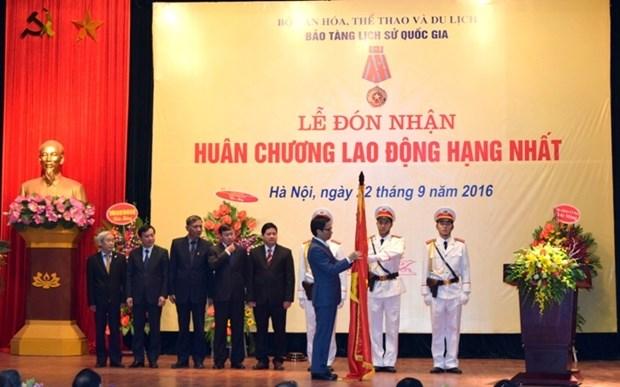 Remise de l'Ordre du Travail de premiere classe au Musee national d'Histoire du Vietnam hinh anh 1
