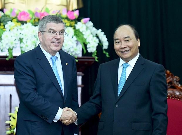 Le Premier ministre Nguyen Xuan Phuc recoit les presidents du CIO et du COA hinh anh 1