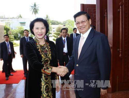 La visite de la presidente de l'AN vietnamienne couverte par la presse laotienne hinh anh 2