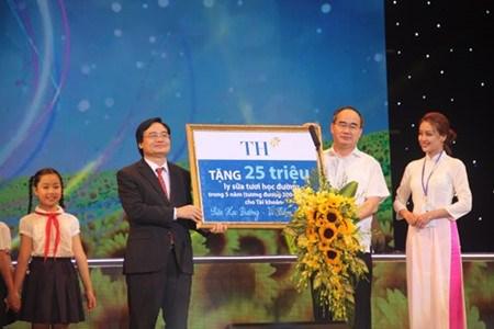 Du lait a l'ecole pour augmenter la taille des Vietnamiens hinh anh 1