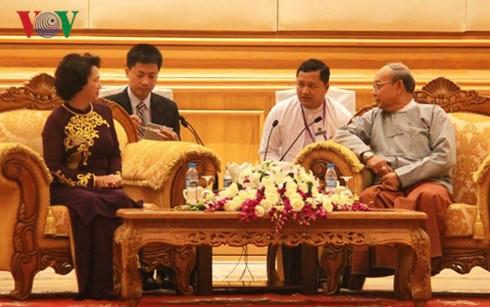 Entrevue entre la presidente de l'AN vietnamienne et le president du Parlement birman hinh anh 1