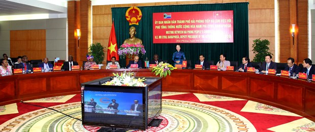 Le vice-president sud-africain rend visite a Hai Phong hinh anh 1