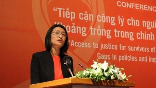 Remise de l'insigne «Pour l'œuvre de developpement des ethnies» a la representante en chef de l'ONU hinh anh 1