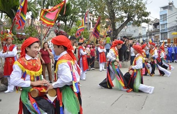 Representation d'anciennes danses de Thang Long a l'occasion de la liberation de la capitale hinh anh 1