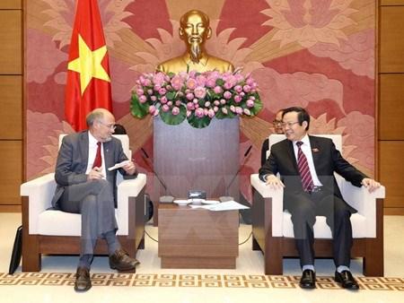 Le vice-president de l'AN Phung Quoc Hien recoit des parlementaires de l'AELE hinh anh 1