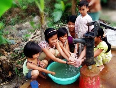 Fourniture d'eau potable a 6 provinces touchees par des catastrophes hinh anh 1