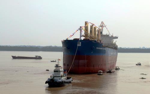 Mise a flot d'un navire de 56.200 DWT hinh anh 1