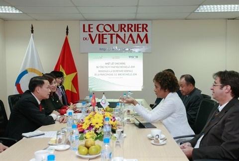 Michaelle Jean s'engage aux cotes du Courrier du Vietnam hinh anh 1