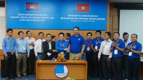 Renforcer la cooperation et l'amitie entre jeunes vietnamiens et cambodgiens hinh anh 1