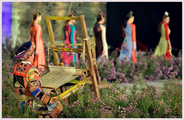 L'ao dai fait son festival dans l'ancienne cite royale de Thang Long hinh anh 3
