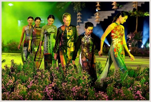 L'ao dai fait son festival dans l'ancienne cite royale de Thang Long hinh anh 4