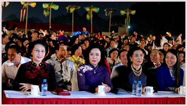 L'ao dai fait son festival dans l'ancienne cite royale de Thang Long hinh anh 1