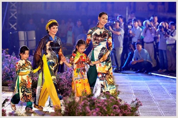 L'ao dai fait son festival dans l'ancienne cite royale de Thang Long hinh anh 5