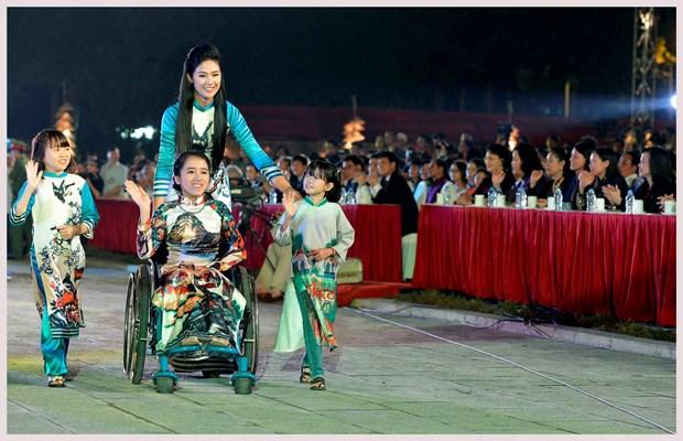 L'ao dai fait son festival dans l'ancienne cite royale de Thang Long hinh anh 6
