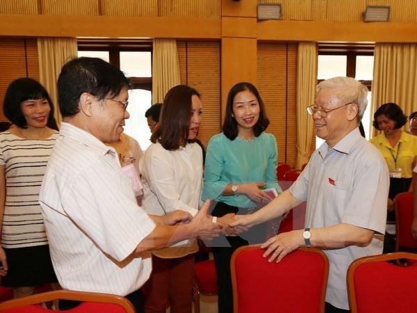 Le secretaire general Nguyen Phu Trong a l'ecoute des electeurs de Hanoi hinh anh 1