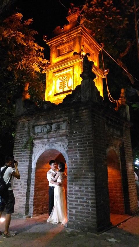 Le cœur de la capitale bat au rythme des mariages hinh anh 1