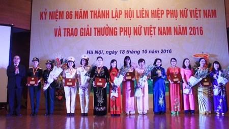 Dix femmes exemplaires du Vietnam a l'honneur hinh anh 1