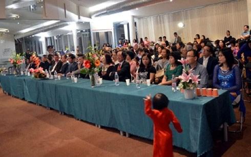 La Journee des Femmes vietnamiennes celebree en Hongrie hinh anh 1