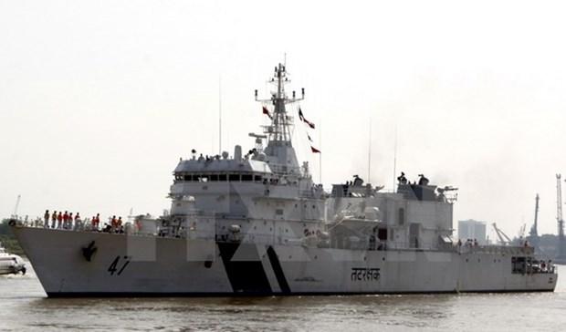 Le navire Samrat des Garde-cotes indiennes a Da Nang hinh anh 1