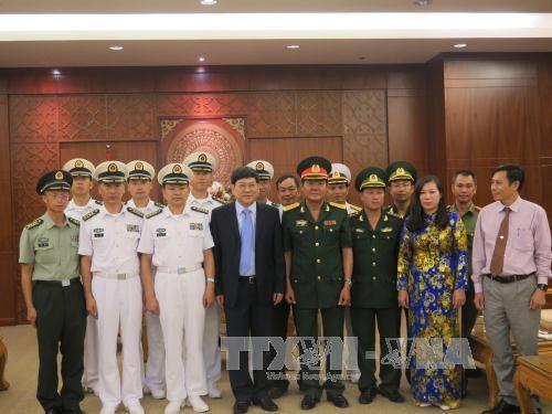 Des autorites de Khanh Hoa recoivent une delegation de la Marine chinoise hinh anh 1