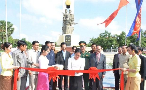 Le Cambodge inaugure un monument aux soldats volontaires vietnamiens hinh anh 1